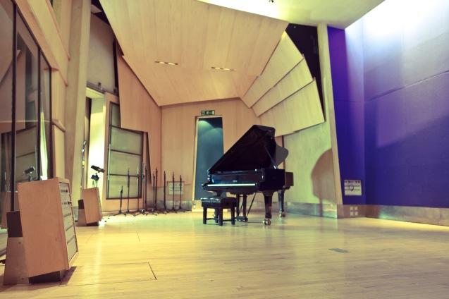 Metro Piano Image